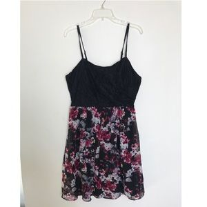 Dresses & Skirts - Lace & Floral Dress